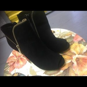 Guess Booties Size 7 but fits like a 6 or 61/2